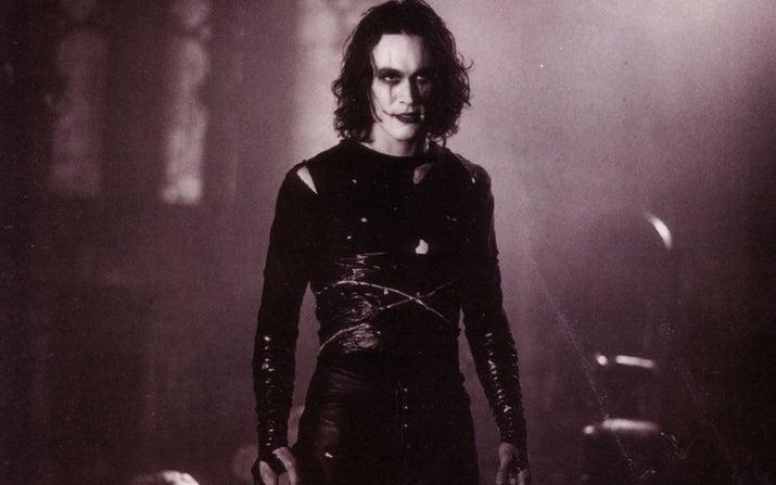 Lee recibió un disparo en el abdomen durante una escena en la que se suponía que su personaje debía ser baleado por un matón. Después de seis horas de cirugía y múltiples intentos de revivirlo, fue declarado muerto el 31 de marzo de 1993. El resto de las escenas de Lee se completaron con dobles y efectos especiales.