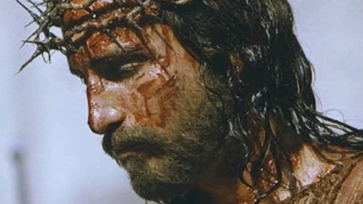 14部知名電影拍攝期間真實發生的「血淋淋事件」。演耶穌被雷劈!