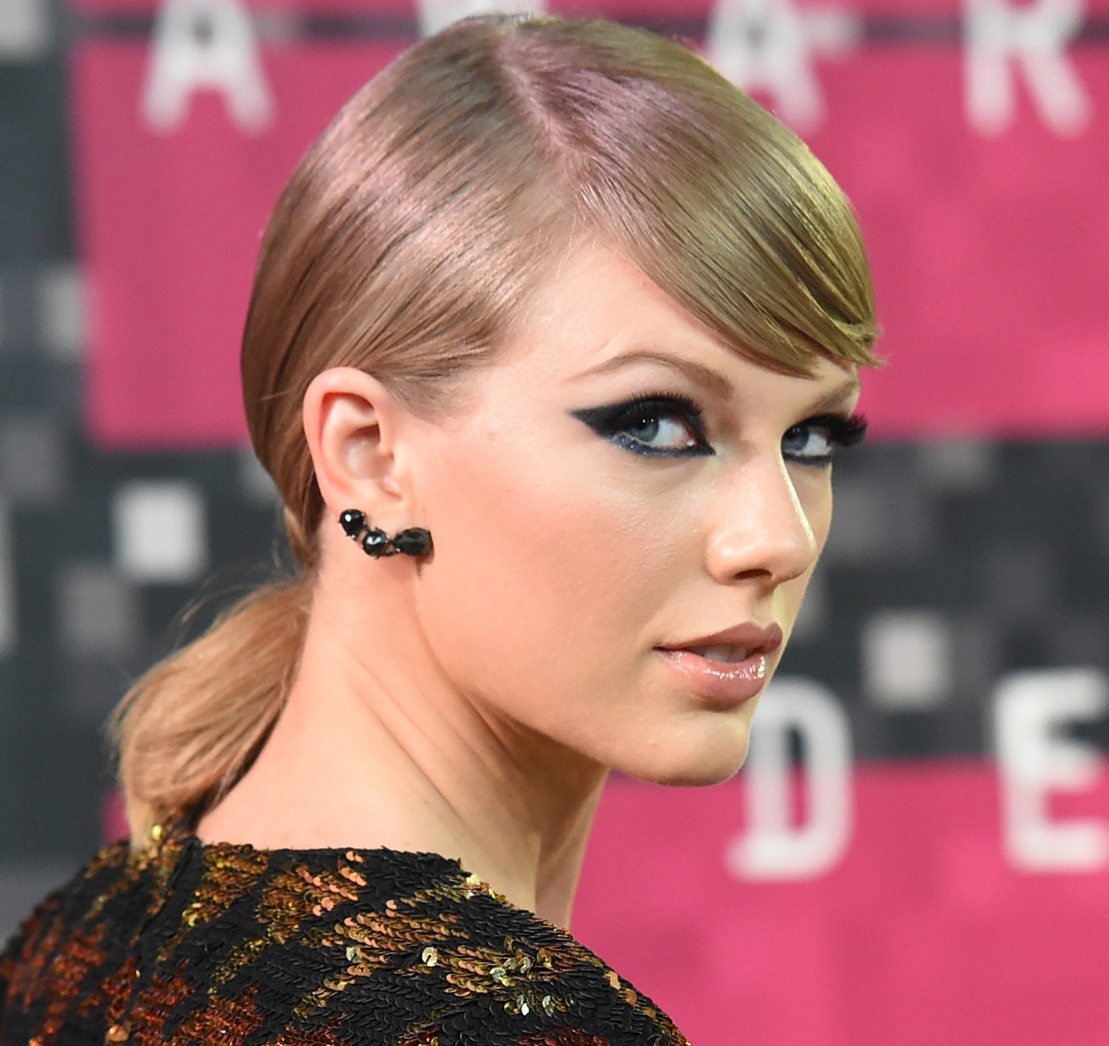 """So, in case you missed it, Taylor Swift just dropped the third single from Reputation – a track called """"Gorgeous""""."""