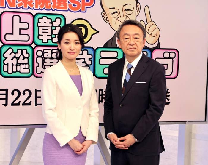 キャスターの大江麻理子さん(左)と池上彰さん
