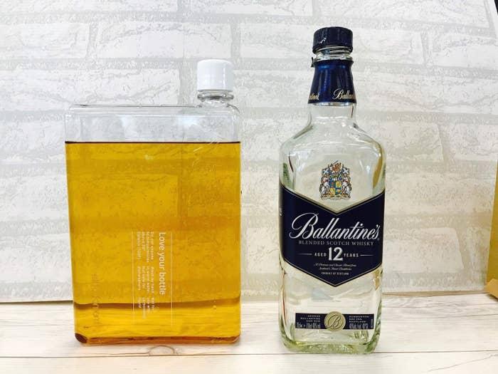 ボトルの容量は750mlなので、大好きな「バランタイン12年」(700ml)がぴったり入りました。