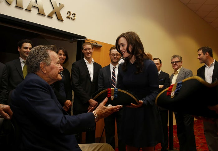 Bush meeting Lind in 2014.