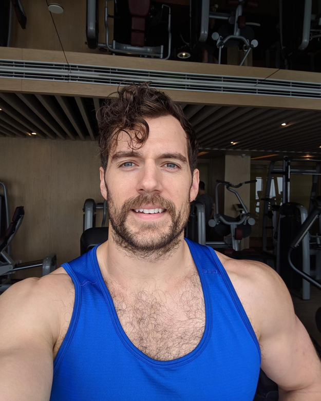 Henry Cavill made all of us a lil thirsty.