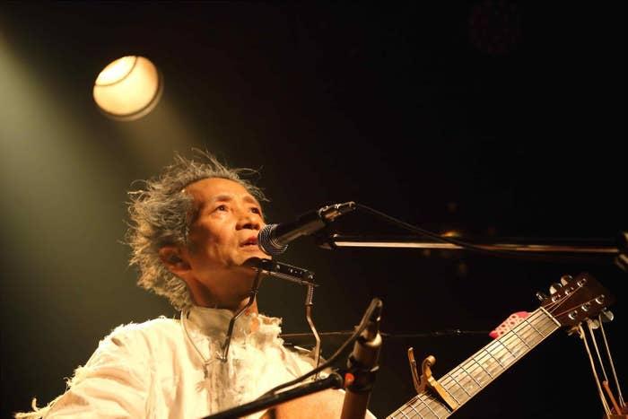 最後のライブとなった2017年6月29日の渋谷クラブクアトロ。アンコールで「夢よ叫べ」を熱唱するエンケン