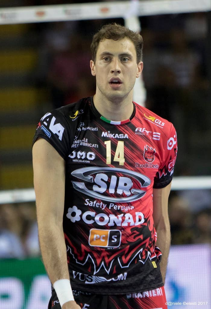 The other day, I found this article in Italian that made me realize that we are not speaking enough about the figure Atanasijevic is, and not even about similar figures. The writer of this article, expresses that Bata, as his fans in Perugia call him, is that type of character that this sport loves and makes you love him by osmosis. He is pure, empathic, emotional, enthusiast, and lives what he is doing from a perspective which is pretty close to the fans owns'.
