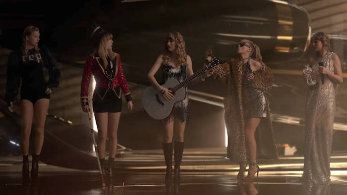 "¡Disfrazarnos como diferentes estilos de Taylor Swift! Exactamente como el ""Look What You Made Me Do""."