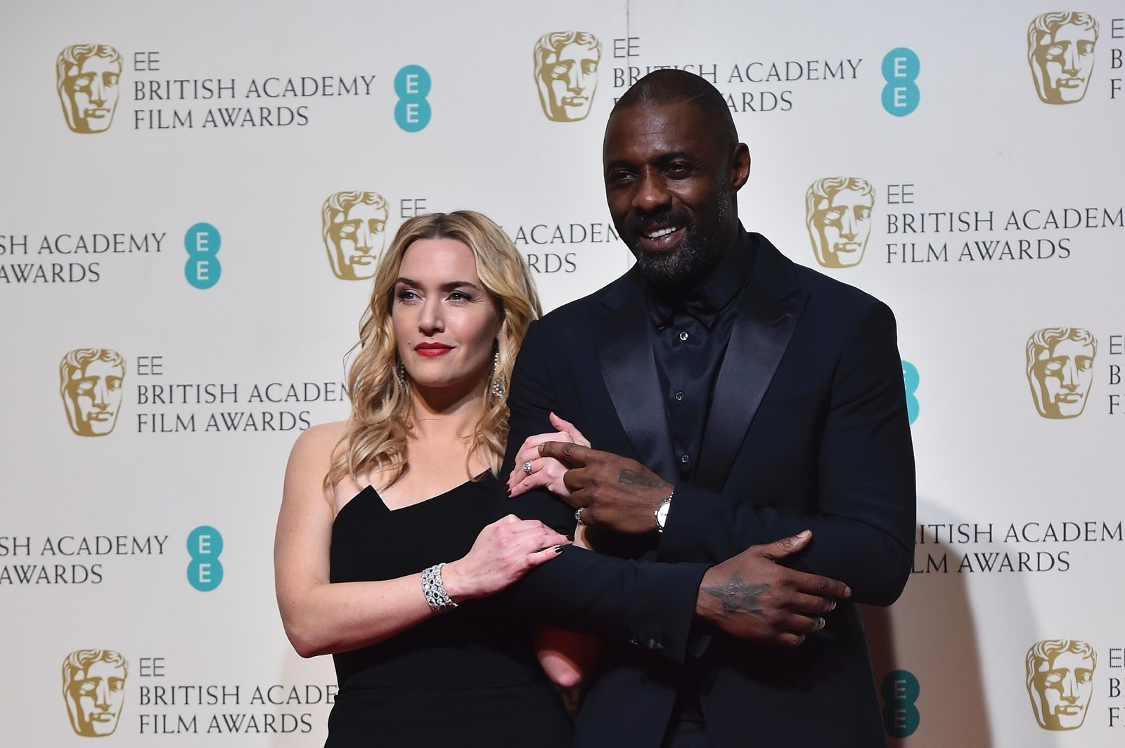 sub buzz 22161 1507558892 1?downsize=715 *&output format=auto&output quality=auto here's why idris elba didn't want kate winslet to take off her