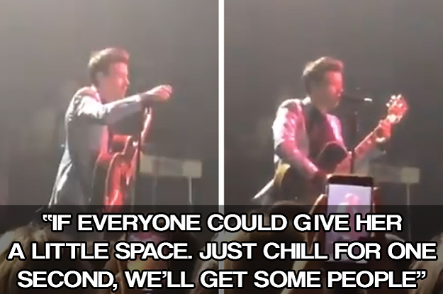 Harry Styles Stopped Mid-Song To Help A Fan Who Was Having A Panic