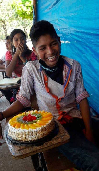 Recibe de regalo su primera tarta