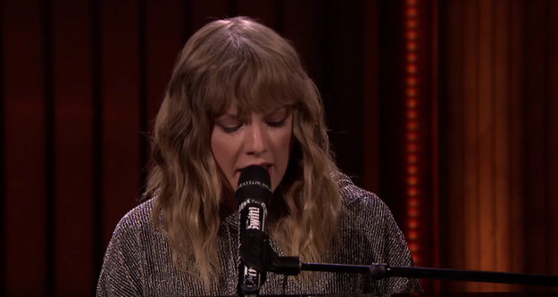 Last night, Taylor Swift made an appearance on The Tonight Show With Jimmy Fallon to perform a song from her new album, Reputation.