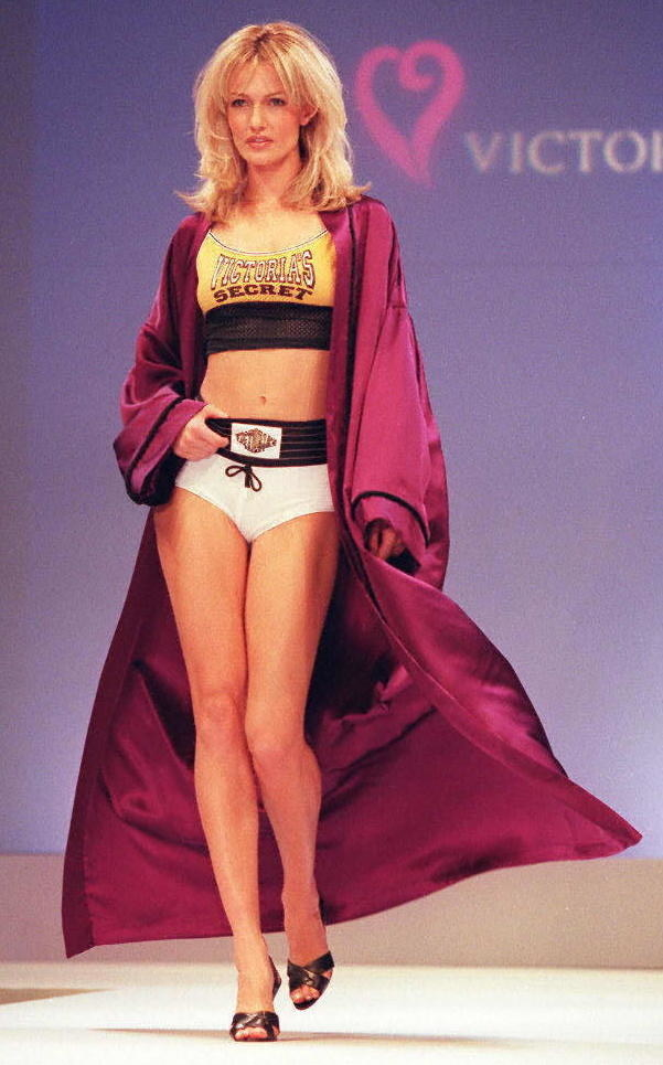 This ~sportier~ look was also part of the 1997 show.