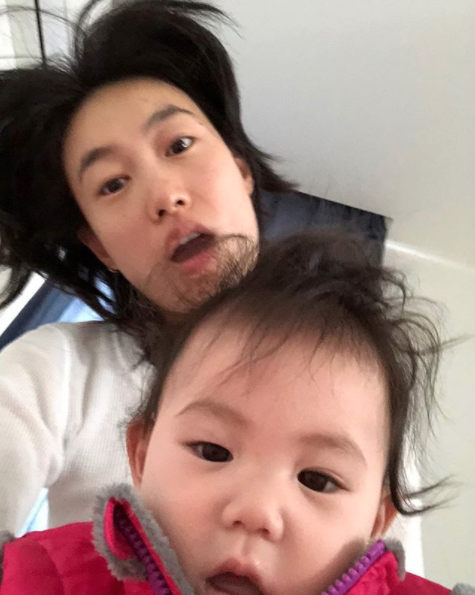 Raise your hand if you've ever made a really cute baby take a pic with you. Oh hey, Shu Pei...