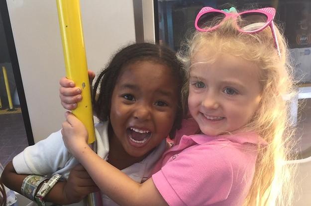 Diese 4-jährigen BFFs sagen, sie sind Schwestern und dulden da gar keine Widerrede