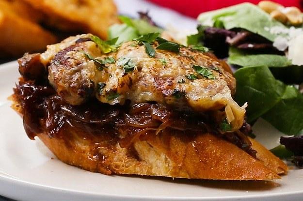 Mon dieu, dieses französisches Zwiebelhühnchen mit Käse ist magnifique