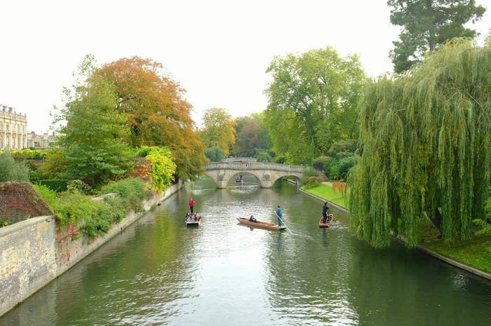 Located along the River Cam in eastern England, Cambridge is approximately 50 miles north of London. Home to the prestigious University of Cambridge, exquisite architecture, cobblestone passageways, well-manicured lawns and picturesque riverside gardens, a visit to this charming town is worth the trip anytime of the year. In the fall, the cool crisp air and autumnal hues invite visitors to grab a hot chocolate, wrap up in a blanket and enjoy a leisurely cruise on a chauffeured punting boat to take in the delightful beauty of this historic British town.