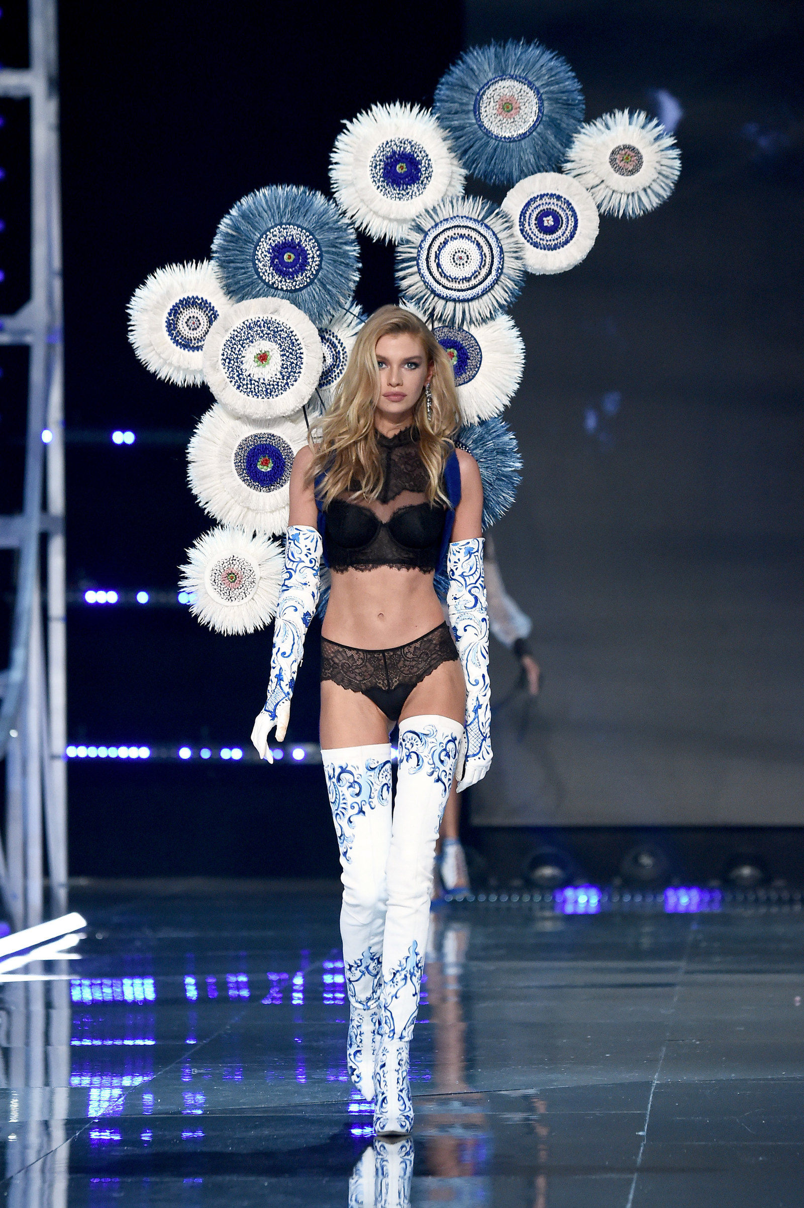 Here All The Looks From The Victoria 39 S Secret Fashion Show Cetusnews