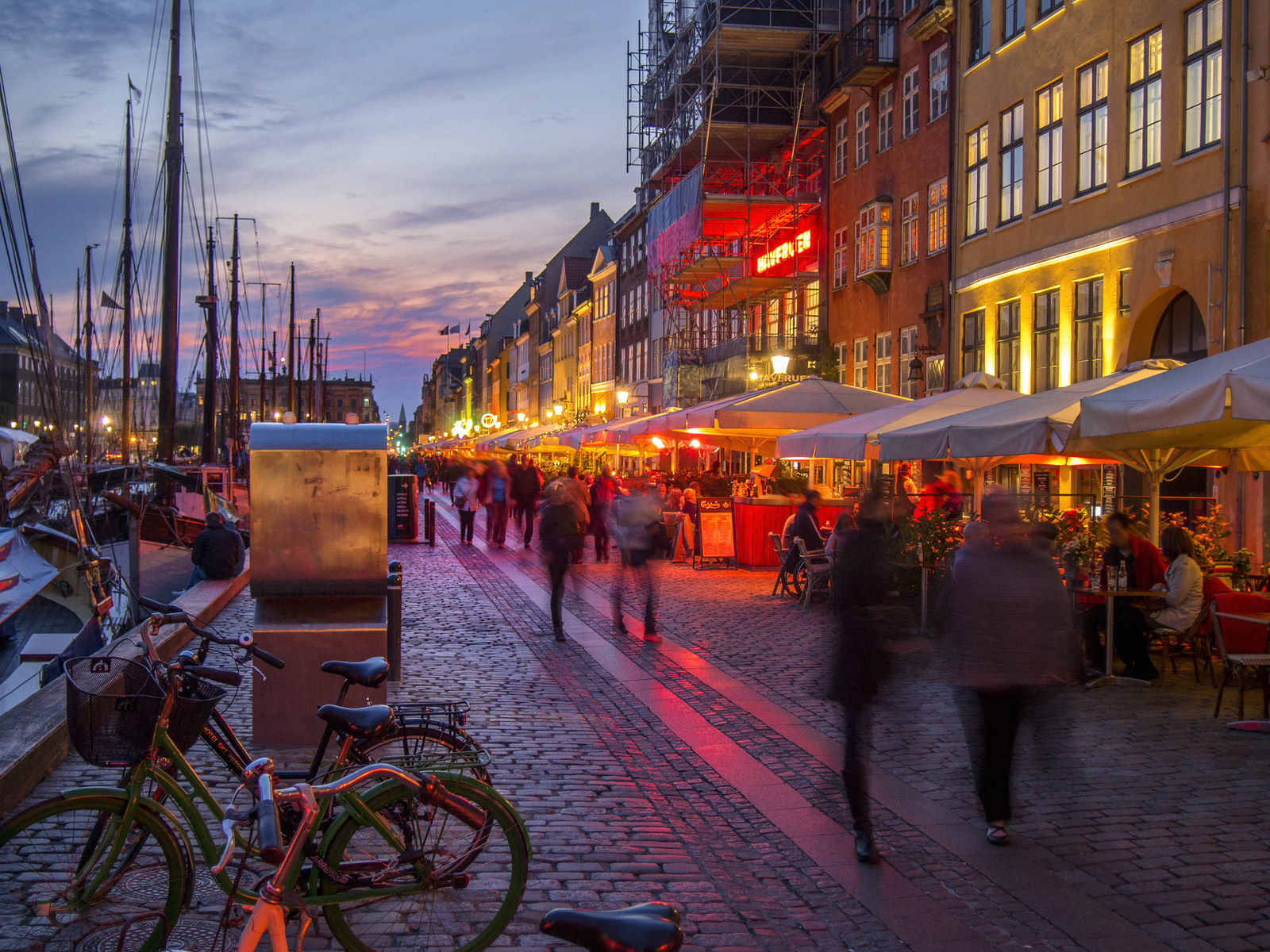 Here's When It's Cheapest To Travel To These Cities Around The World