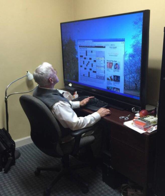 """This grandpa, who has the most extra computer """"monitor"""" imaginable:"""