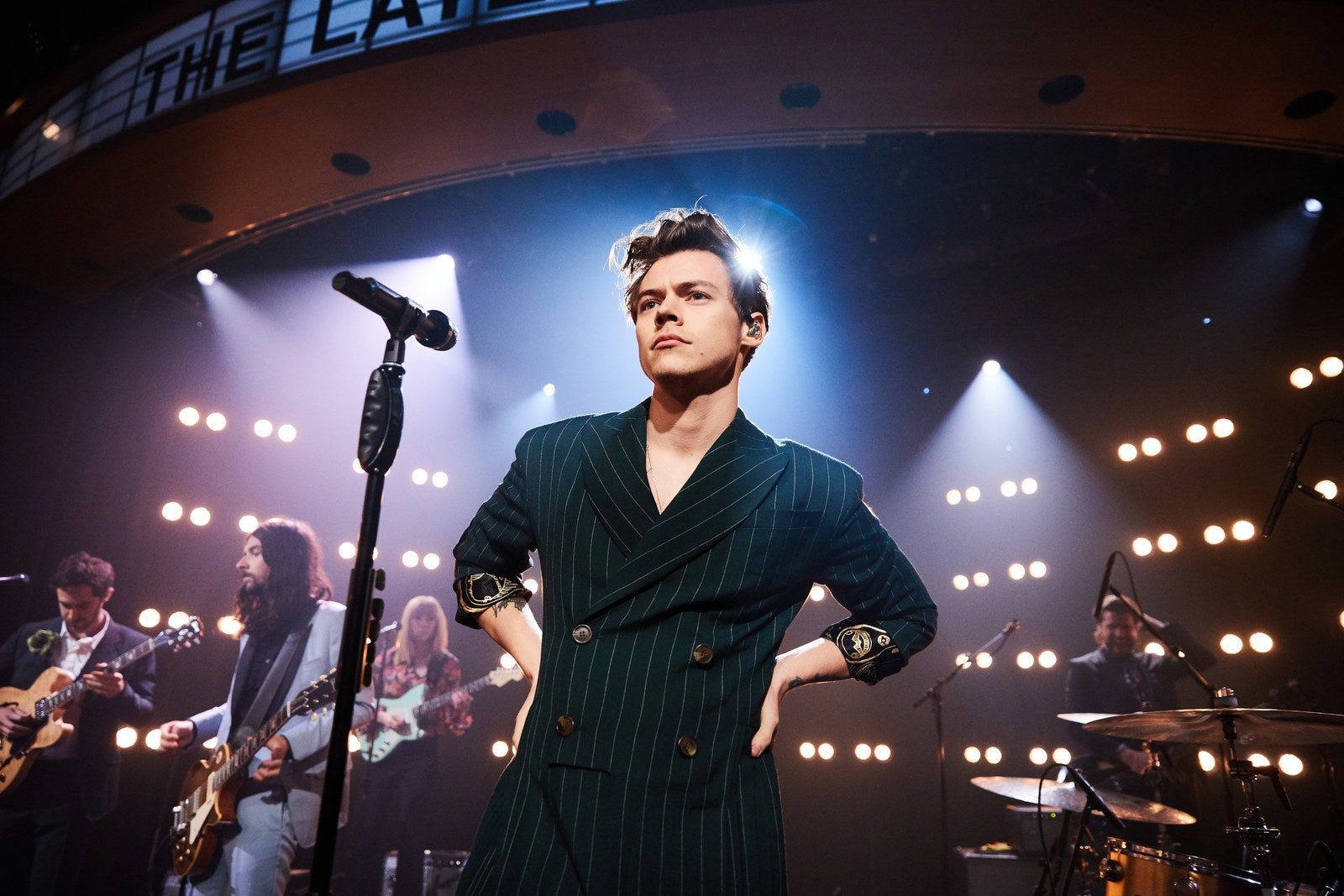 why lesbians and other queer women love harry styles