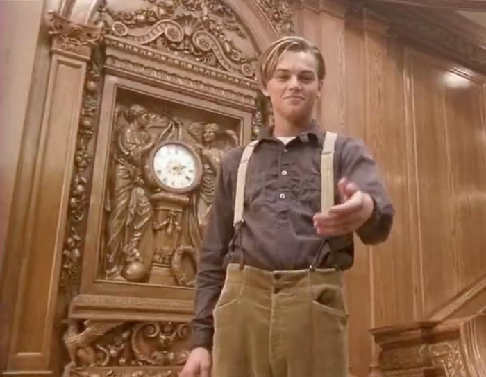 """No final do filme, o """"fantasma"""" da Rose volta a encontrar Jack em frente ao relógio. E a hora marcada nele, 2h20, é o mesmo horário em que o Titanic naufragou em 15 de abril de 1912 – ou seja, uma referência história."""