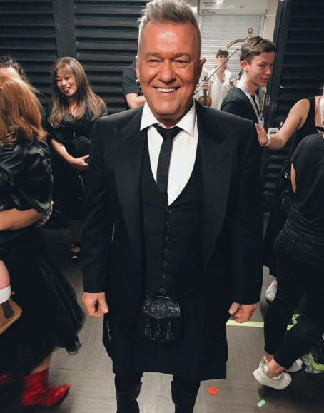A kilted Jimmy Barnes stopped for photo in all the hustle and bustle:
