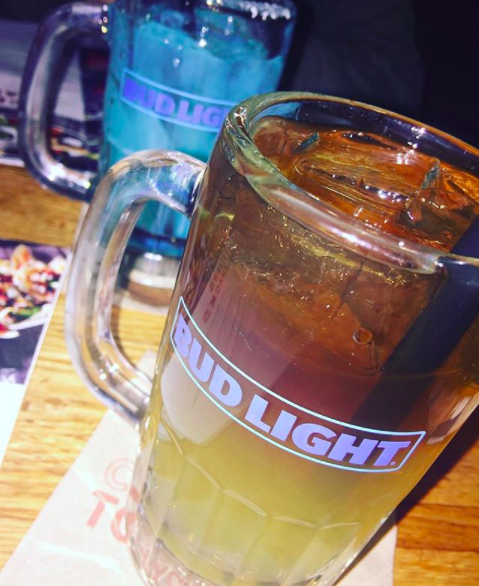"""The Long Island Iced Tea is one of our top five bestselling cocktails and depending on the time of year — our top selling one,"" an Applebee's spokesperson told BuzzFeed Food. 🍹🍹"