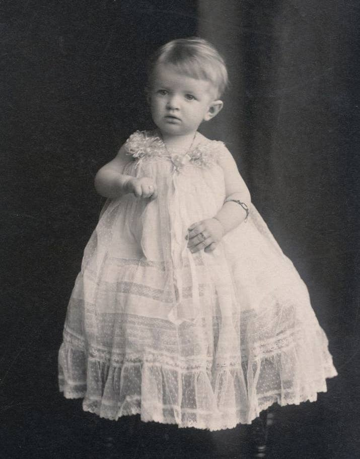 Wealthier families used to dress their young children mainly in white, frilly dresses (the wealthier the family, the lacier and frillier the dress) regardless of gender, and both boys and girls would wear bonnets with ribbons as well. Sounds like a sensible idea.