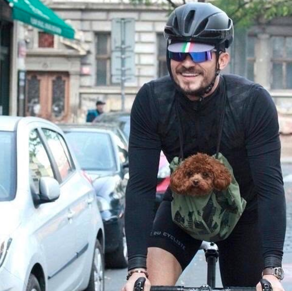 Orlando Bloom took his pup for a ride.