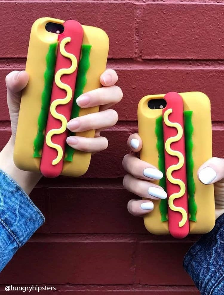 A hot dog phone case that's the best thing I've seen in a while, to be ~frank~. (Or perhaps you think it's the ~wurst~... but we can agree to disagree.)