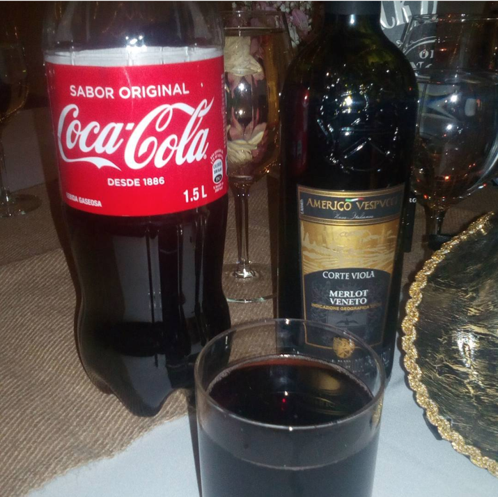 A glass, some ice, and about half wine/half coke. I love it even though everyone judges me.—jinip