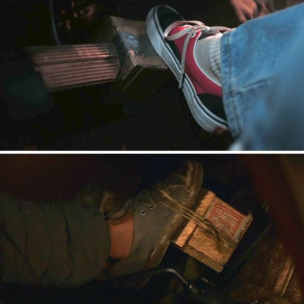 """Em """"Templo da Perdição"""", Short Round fez o mesmo truque. Além disso, ele foi interpretado pelo talentoso ator mirim Jonathan Ke Quan, que estrelou em qual OUTRO filme? """"OS GOONIES"""", é claro! Ah, as referências de crossover não acabam nunca em """"Stranger Things""""."""
