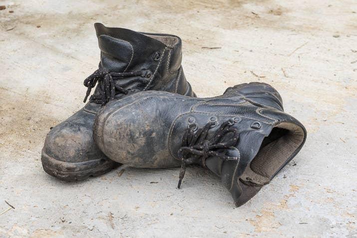 """""""Desde el 20 de agosto de 2007 se han descubierto varios pies humanos cortados en las costas del Mar de Salish enBritish Columbia, Canadá, y Washington, EE. UU."""" Buena suerte."""