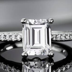 f0137f2db2f1d 25 Of The Best Places To Buy An Engagement Ring Online