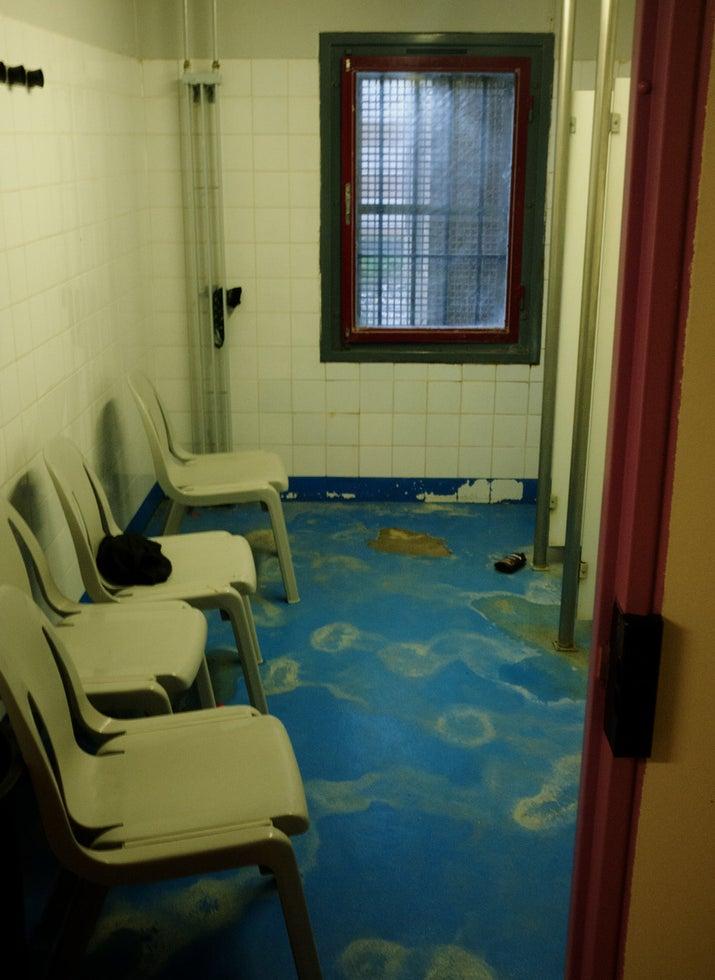 Dans son rapport de 2012, le CGLPL pointait déjà l'état «vétuste» de certaines douches.