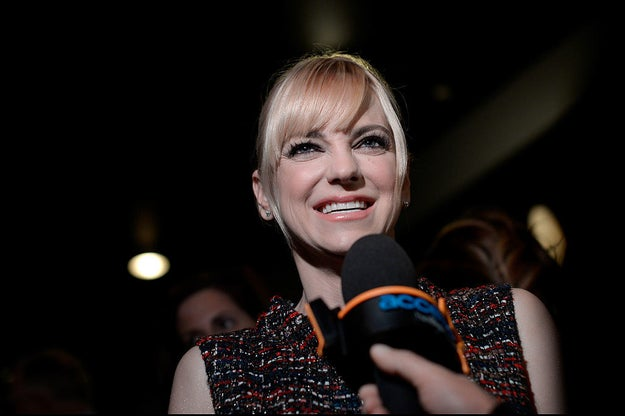 Anna Faris: ah-na fair-is