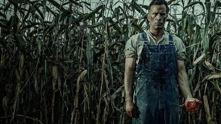 Ambientada en el año 1922, esta película, adaptada de una novela de Stephen King, cuenta la historia de un granjero que organiza el asesinato de su esposa y recluta a su hijo como cómplice. Lo que ocurre después no te lo podemos contar, pero te aseguramos que es lo suficientemente macabro como para asustarte. Rotten Tomatoes: 88%