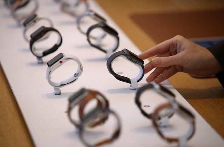 El reloj de Apple llegó con la promesa de ser mucho más funcional para los amantes del deporte y tuvo mejoras en cuanto a la medición de los signos vitales y a la resistencia al agua.