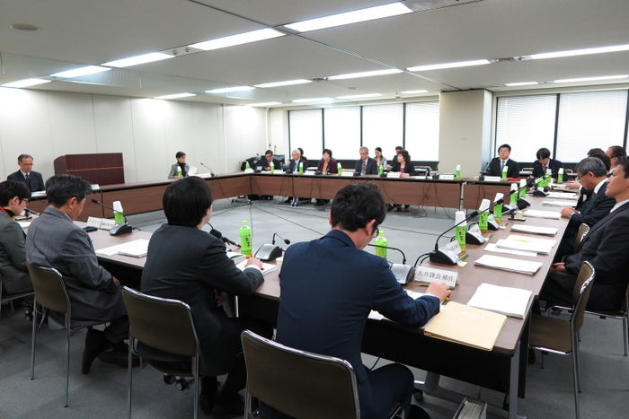 22日に厚生労働省内で開かれた副反応検討部会
