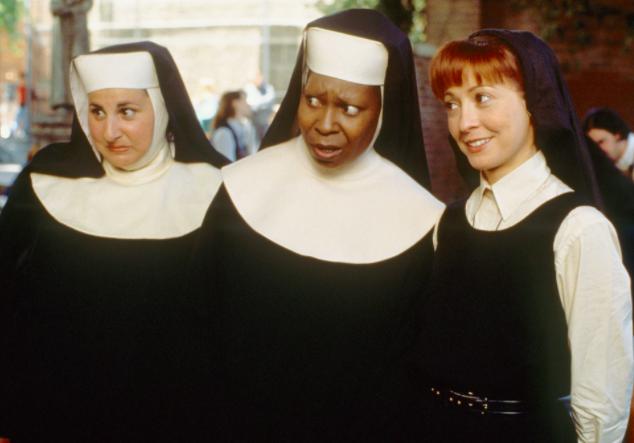 Sobre o que é: Deloris Van Cartier é uma cantora de bar que é mantida sob custódia protetora em um convento, onde ela agita a vida das freiras.Por que ficará empolgado: A música!Onde assistir: HBO GO
