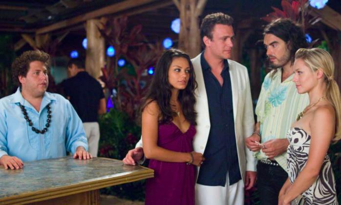 Sobre o que é: Peter Bretter viaja para o Havaí para superar sua ex, mas ela está lá com seu novo namorado. Por que ficará empolgado: Peter, interpretado por Jason Segel, é extremamente sensibilizador e hilário. Onde assistir: Amazon (alugar ou comprar)