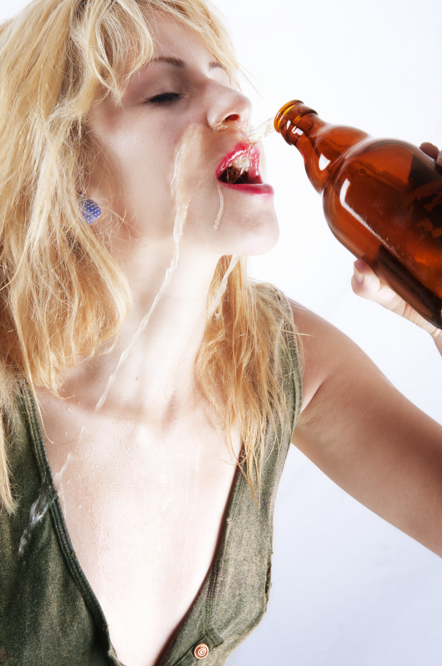 hot-girls-drinking-beer-huge-anal-porn-videos