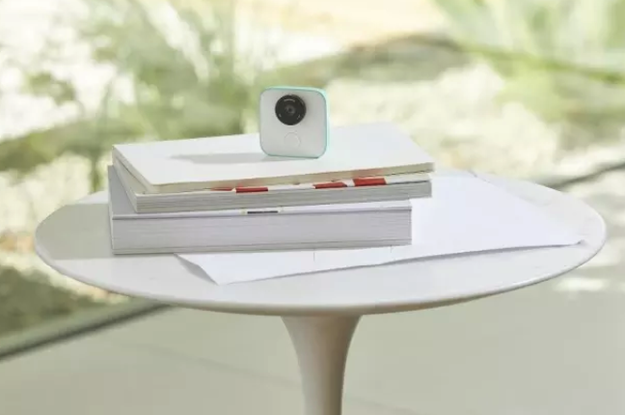 Google introduced Clips, a camera that is ALWAYS ON and automatically takes photos.