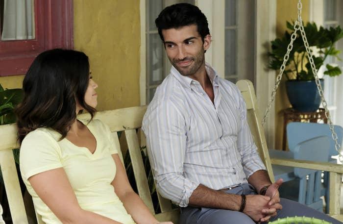 Gina Rodriguez and Justin Baldoni in Jane the Virgin.