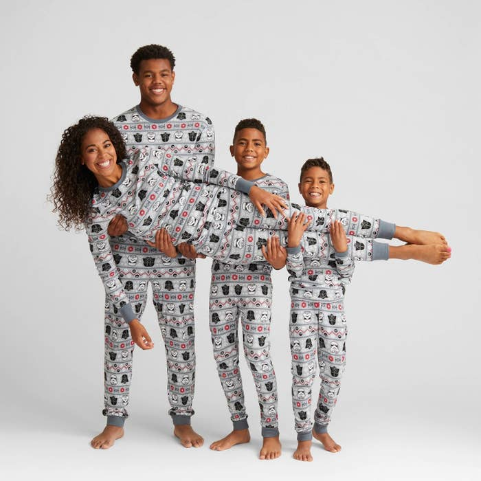 A set of matching pajamas for a family of Star Wars fans. c83e61d71