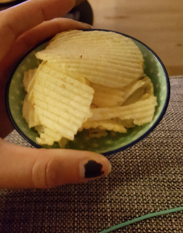 This boyfriend who brought his S.O. a bowl of chips and...yeah, no.