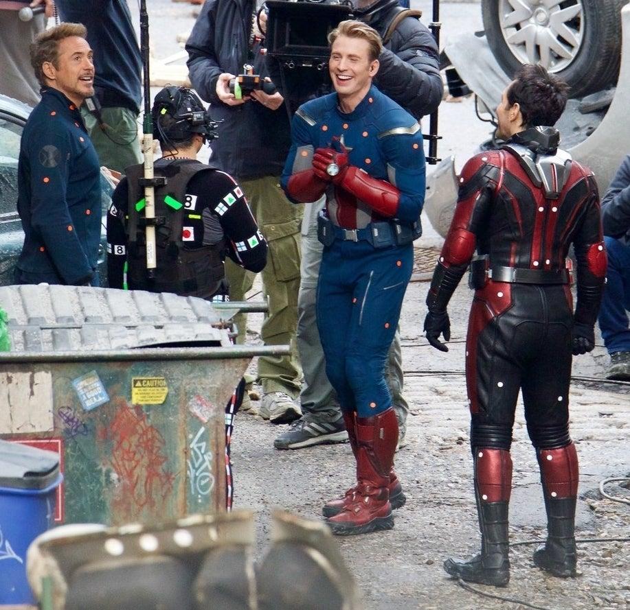 Robert Downey Jr, Mark Ruffalo, Chris Evans, and Paul Rudd shared a laugh on the set of Avengers 4...