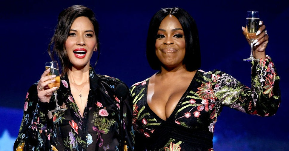 Critics' Choice Host Olivia Munn And Niecy Nash Just Threw Some Serious Shade At Men For Not Speaking Up At The Golden Globes
