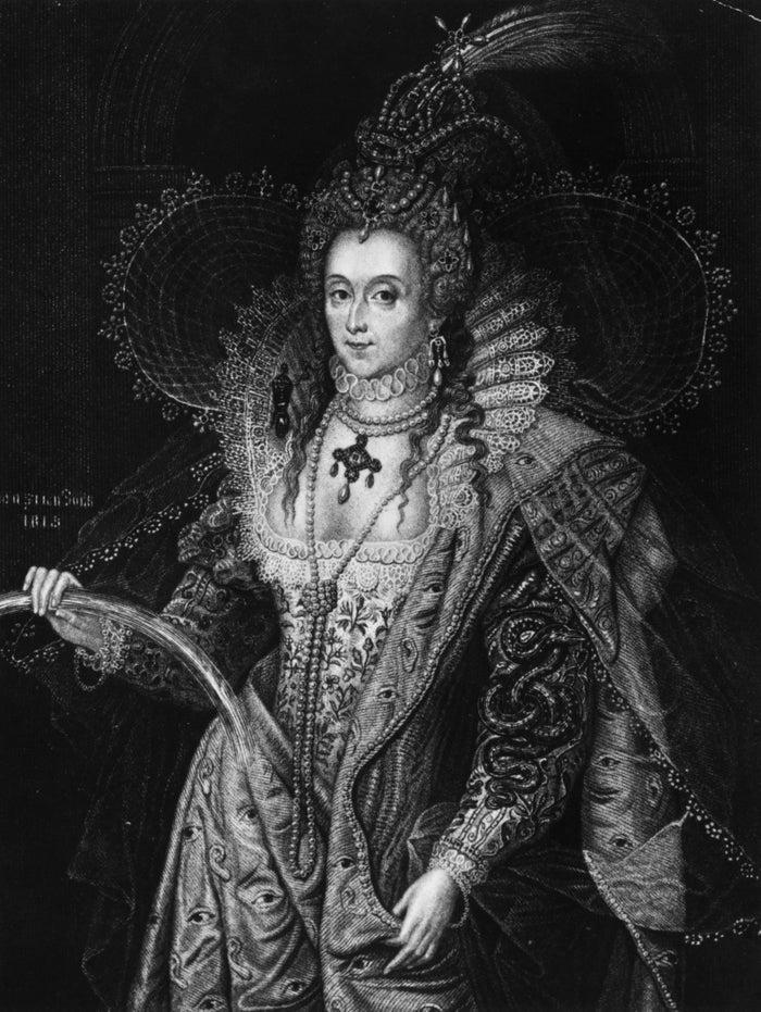 """Durante el reinado de la primera reina Isabel I, la palidez se convirtió en sinónimo de belleza, riqueza y nobleza. Para lograr el aspecto pálido definitivo, las mujeres se pasaron al ceruse, un maquillaje a base de plomo. Dije plomo, sí, porque el maquillaje a menudo se comía la cara de quien lo llevaba, causando la cicatrices y daños extremos. Como señaló Giovanni Lomazzo, autor de la época,, ceruse """"es por naturaleza un gran secador... las mujeres que lo usan en sus rostros, se marchitan rápidamente y se vuelven canosas, porque esta irritación puede secar la humedad natural de su carne"""". Suena... genial. En el caso de la propia reina Isabel, usaba tanto ceruse que terminó muriendo a causa de ello, ya que se envenenaba lentamente con el tiempo a medida que el plomo del cosmético se filtraba en su piel. Y ESO NO ES TODO. Los estándares de belleza prevalecientes en ese momento también exigían que las mujeres tuvieran bocas rosadas y ojos brillantes y grandes. Con el fin de conseguir una mirada de ojos brillantes, las mujeres echaban gotas de belladona en los ojos. Sus efectos secundarios incluyen dolor de cabeza, mareos, náuseas y visión borrosa. QUÉ."""