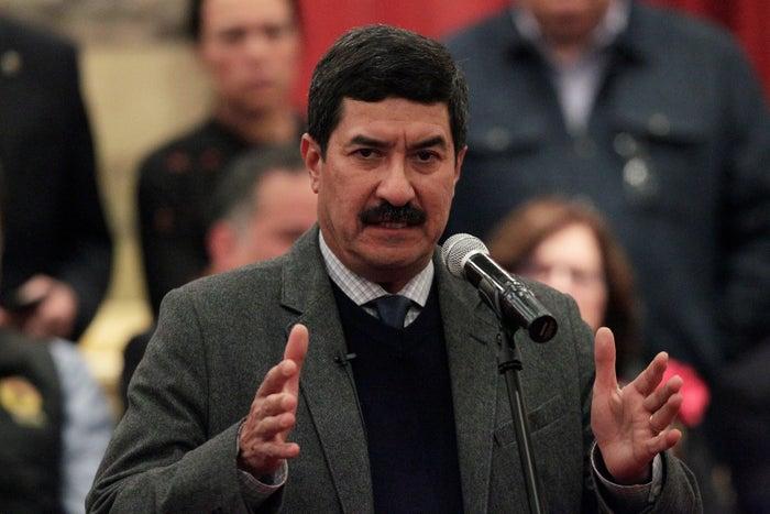 Duarte tiene diversas órdenes de aprehensión en su contra, pero no se han cumplido ni se ha ordenado que sea extraditado.