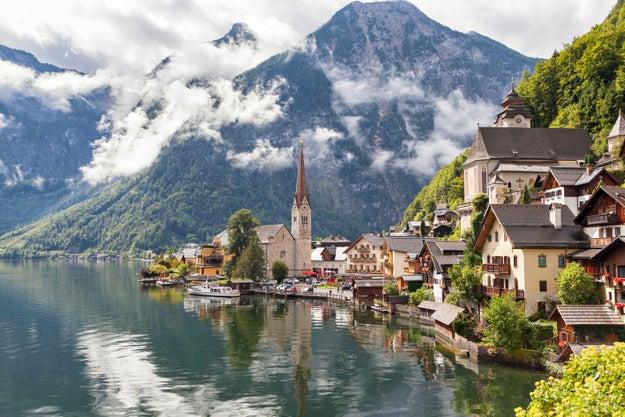 8. Das klitzekleine Alpen-Dorf Hallstatt in Österreich: